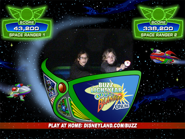 Maru Ruthie - Buzz Lightyear ride